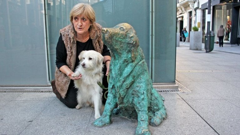 hund i bronze
