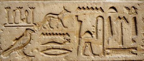 Hunde på skrifter fra oldtidens civilisationer.