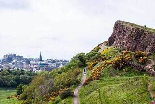 Edinburgh i Skotland er et godt eksempel på ferie med hund i Europa