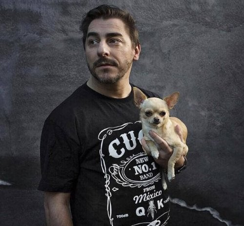 Mand med hund
