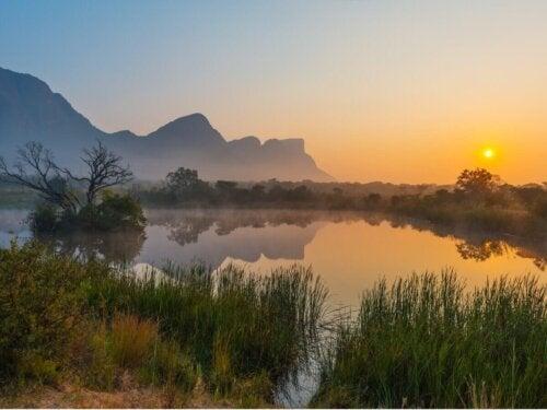 En smuk sø og solnedgang