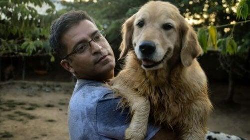 Mies pelasti 735 koditonta koiraa