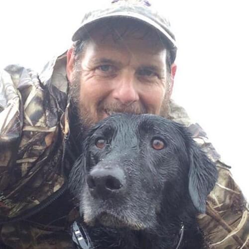 Koirat pelastettiin tulvan keskeltä niiden taisteltua hengestään 16 tunnin ajan