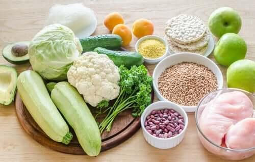 L'alimentation hypoallergénique consiste en des aliments sains frais et secs, des légumes et des céréales