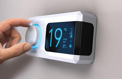 Le thermostat d'une maison.
