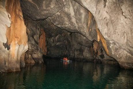 地底河川 世界7不思議   自然