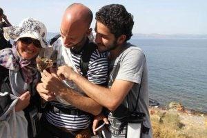 Syriske flyktninger med en katt