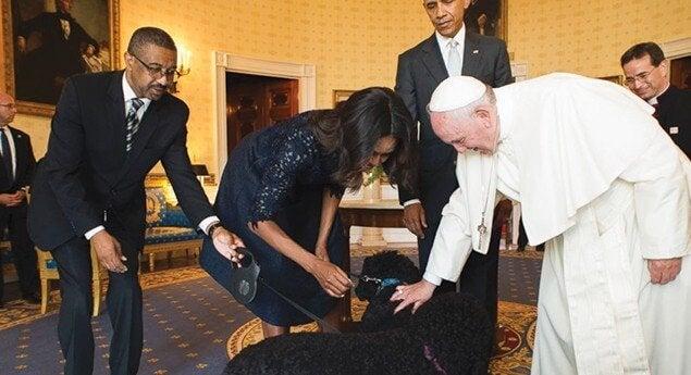 Pave Frans og hunder og Obama i det ovale kontor