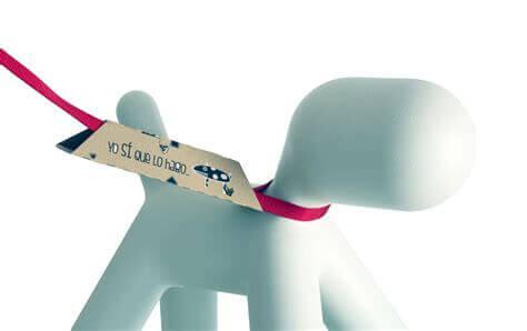 Denne pappdingsen vil hjelpe deg med å plukke opp hundens avføring uten å måtte bruke plastpose.