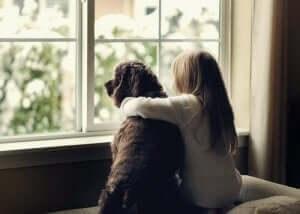 En hund og en jente