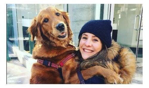 Loubie, de hond die aan iedereen knuffels uitdeelt