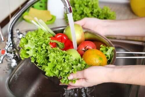 Groente en fruit goed schoonmaken