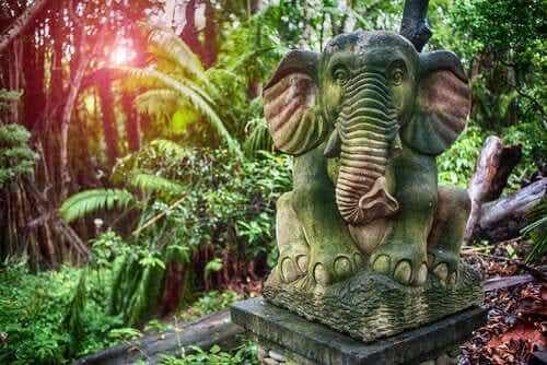 Een beeld van een olifant