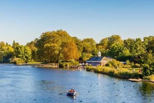 Rzeka i park w Londynie, podróż