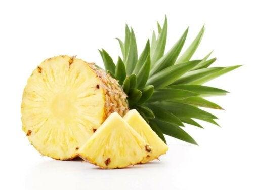Ananas, czy ten owoc można podawać kotom?