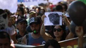 Protester på sociala medier efter Cholitos död