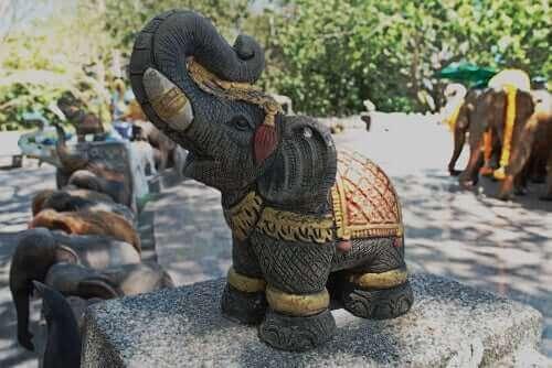 Elefantens roll i vår civilisation: Alltid i fångenskap