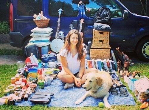 How a Woman Modified Her Van to Travel with Her Dog