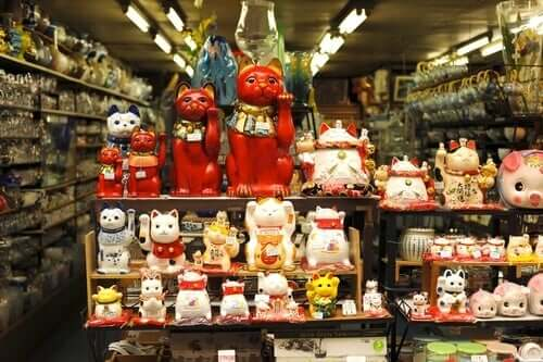 A Maneki-Neko collection.