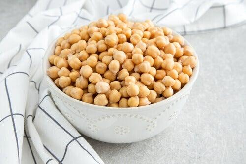 A bowl of garbanzo beans.