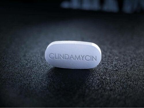 A clindamycin pill.